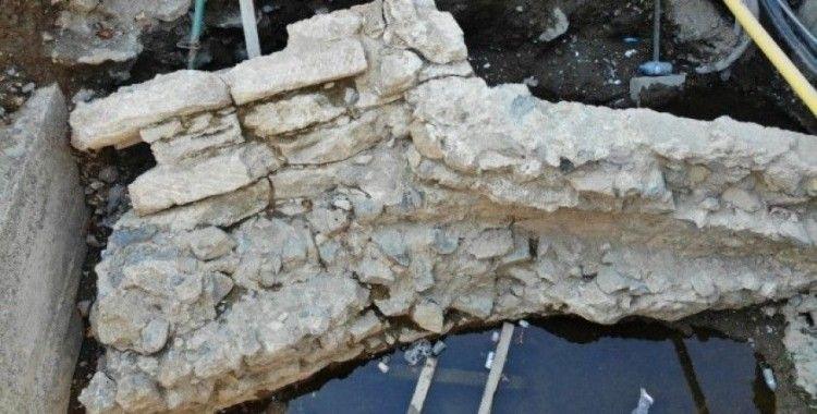 Üsküdar'da yolun altından çıkan tarihi kalıntılar havadan görüntülendi