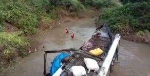 Hindistan'da otobüs nehre düştü: 6 ölü, 18 yaralı