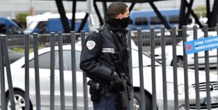 Paris'te polis merkezine bıçaklı saldırı
