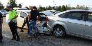 Işıkta bekleyen otomobile arkadan çarptı: 1 yaralı