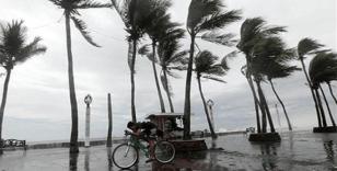 Japonya'yı tropikal fırtına vurdu, bazı bölgeler sele teslim oldu