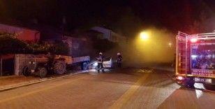 Park halindeki traktöre çarpan araç alev alev yandı
