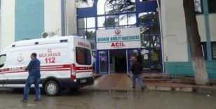 İş makinesi ile otomobil çarpıştı, 1'i bebek 3 kişi yaralandı