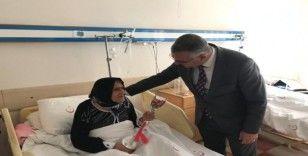 Ahlatcı'dan hastalara ziyaret