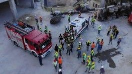 Bağcılar'da inşaat alanında vinç devrildi