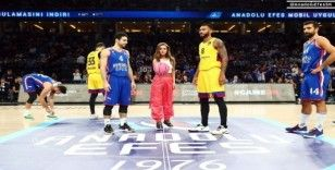 Anadolu Efes - Barcelona maçında 'Pembe Top'