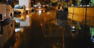 Sağanak ve fırtına Turgutlu'da etkili oldu