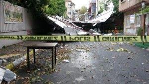 Maltepe'de çöken okul çatısı araçların üzerine devrildi