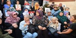 Sakarya'dan Diyarbakır'da evlat nöbetindeki ailelere destek ziyareti