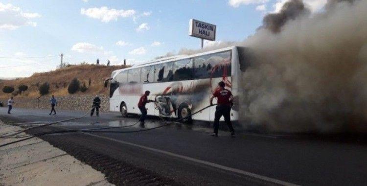 Alev alan otobüsten son anda kurtuldular