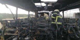 Uşak'ta seyir halindeki otobüs yanarak kullanılmaz hale geldi
