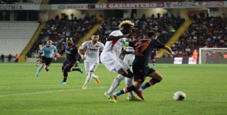 Süper Lig: Gaziantep FK: 1 - Medipol Başakşehir: 2 (Maç Sonucu)