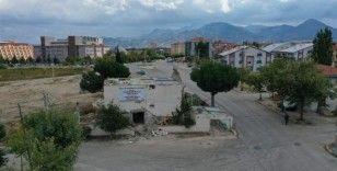 Isparta ulaşımında konfor için yolda kalan evlerin yıkımları sürüyor