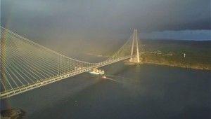 Yavuz Sultan Selim Köprüsü gökkuşağına büründü