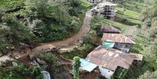 Rize'de dün yaşanan şiddetli yağışın ardından Tunca Beldesi'nin tüm yolları kapandı