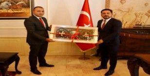 Ülkü Ocakları Başkanı Türker'den Belediye Başkanı Arı'ya ziyaret