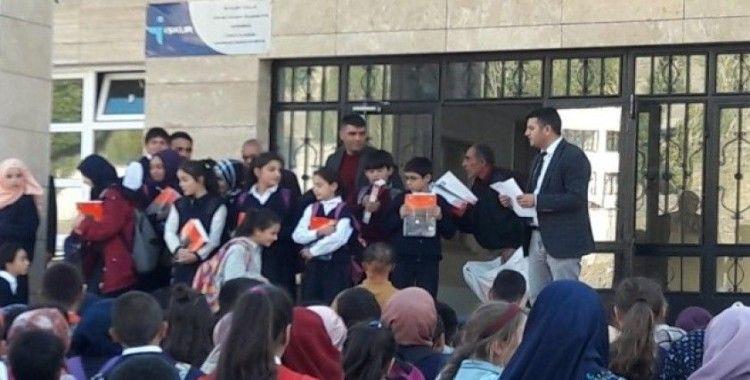 PTSO'dan bin öğrenciye kırtasiye yardımı