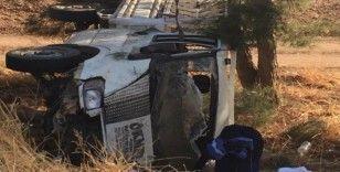 Çeyiz götüren araç kaza yaptı: 2'si ağır 4 yaralı