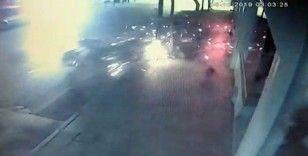 Motosiklet sürücüsünün öldüğü feci kaza anı güvenlik kamerasında