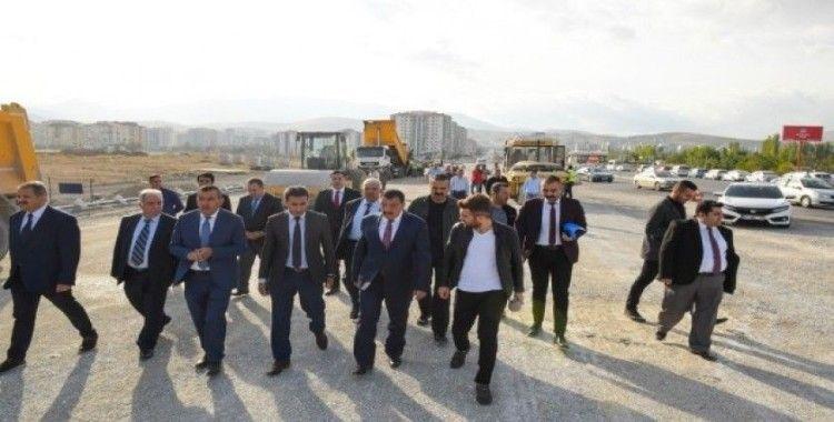 Belediye Başkanı Selahattin Gürkan, Altın Kayısı Bulvarında incelemelerde bulundu