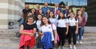 Burhaniye'de Kaymakam Öner, Alman öğrencileri  kabul etti