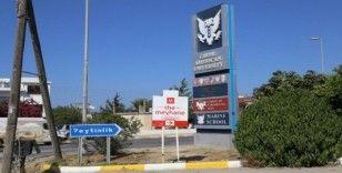 """Meyhane ve İçkili Mekan"""" tabelaları Kıbrıs'ta tepkiye neden oldu"""