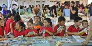 Akhisar'da on binler kitap günlerine akın etti