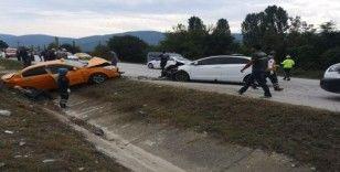Hatalı sollama kaza getirdi: 6 yaralı