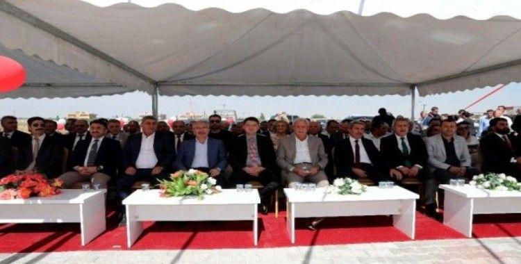 Mardin'in sınır köyünde okul açılışı