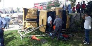 Kayseri'de freni patlayan kamyon yan yattı, çok sayıda yaralı var