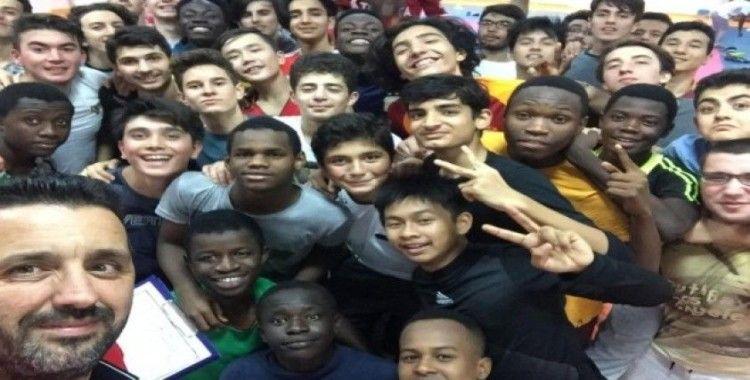 Uluslararası Anadolu İmam Hatip Liseleri 80'i aşkın ülkeden binlerce öğrencinin ilgi odağı oldu