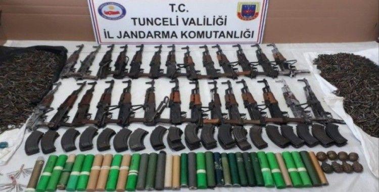 Tunceli'de teröristlerin 2 silah deposu imha edildi