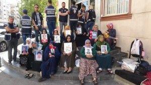 HDP önündeki ailelerin evlat nöbeti 37. gününde