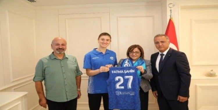 Büyükşehir Belediye Başkanı Fatma Şahin'den Merinosspor'a destek