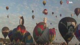 Sıcak hava balonları gökyüzünü renklendirdi