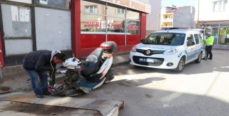 Kaza yaptı, motosikleti bırakıp kaçtı