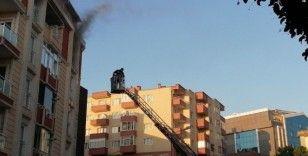 Apartmanda çıkan yangın paniğe neden oldu