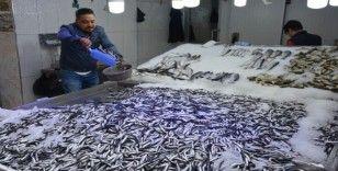 Kötü hava, balık fiyatlarını etkiledi
