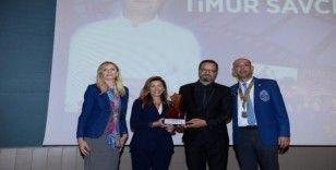 Meslek Hizmetleri Ödülü Timur Savcı'nın