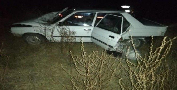 Selendi'de otomobil ile çekici çarpıştı: 2 yaralı