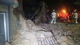 Beyoğlu'nda tek katlı metruk bina çöktü