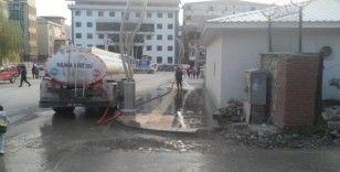 Hakkari Belediyesinden caddeler yıkama çalışması
