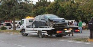 Araçlar hurdaya döndüğü kazayı sürücüler yara almadan atlattı