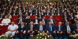 """Bakan Turhan: """"Emperyalist güçlerin beslemesi kalleşlerle barış olmaz"""""""