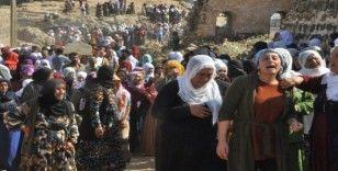 Teröristlerin havan toplu saldırısı sonucu şehit olan anne ve iki kızı yan yana toprağa verildi