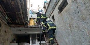 İki bina arasında çıkan yangın korkuttu