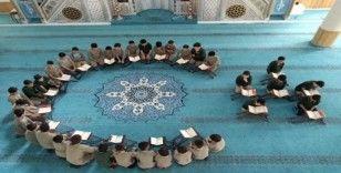 Bahçesaraylı öğrencilerden Mehmetçiğe dualı destek