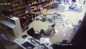 İş yerini basıp öldüresiye dövdüler