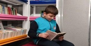 Gezici kütüphane, Mamak'ta okur severlerle buluştu