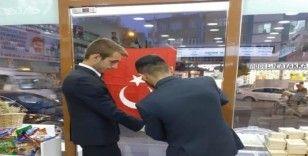 Adıyaman Ülkü Ocakları esnaflara Türk Bayrağı dağıttı